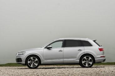 Audi Q7 side view