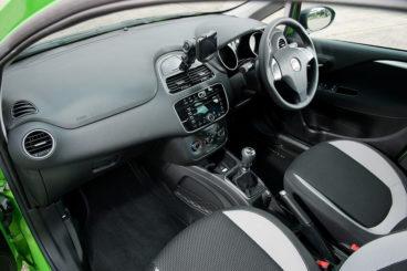 Fiat Punto interior dashboard