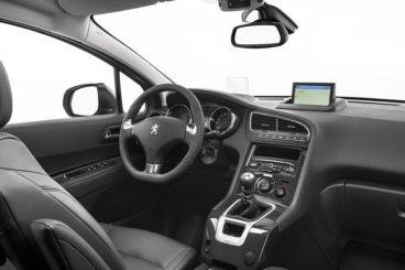 Peugeot 5008 interior dashboard