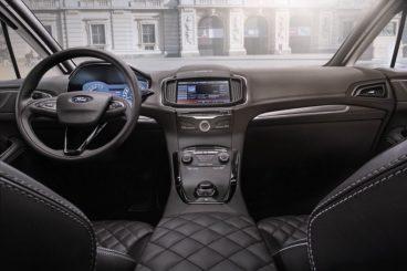 Ford S-Max Vignale MPV interior