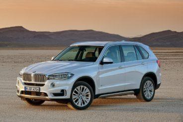 White BMW X5 in the desert