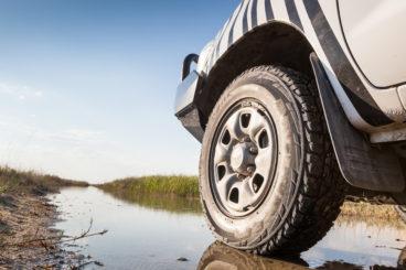 4 wheel drive wheel in mud