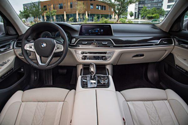 BMW7Series0517Int