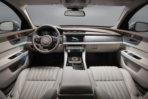 JaguarXFSportbrake0617Int