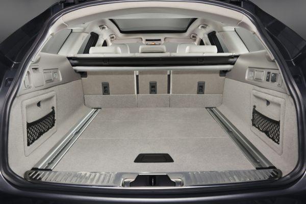 JaguarXFSportbrake0617Int(4)